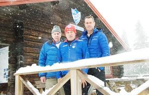 Bengt Eriksson var med när Garbergsstugan byggdes. Bosse Wallin och Tomas Bredberg är med i den grupp som organiserar verksamheten i dag.