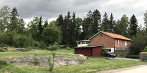 Vikingavägen 15 och 17, Vittinge, har sålts för 2 100 000 kronor.