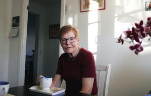 Gun Ljunglöf har kontakt med flera personer som vill börja som bussvärdar. Tillsammans med de som åkte tidigare blir det en grupp på åtta personer och det räcker för att sätta i gång servicen igen, förklarar hon.