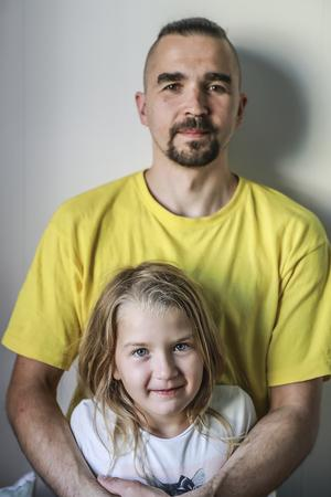 Olegs familj är alla glada att få återvända till Strömsund. Dottern Arja har kvar en plats på samma skola och i samma klass som hon gick i tidigare. Sonen Mark Oliwer hoppas Oleg ska få börja på förskola.