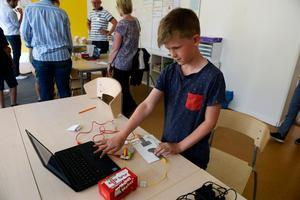 Det var inte bara gamla saker som visades upp. Sixten Jernkrook visade skolans modernaste tekniker som programmeringsprogram.