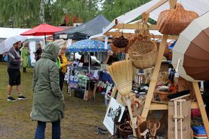 Marknadsstånden innehöll produkter och hantverk från producenter i närområdet.