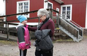 Clara Kallerman visar sig vara släkt med Kerstin Rodell. Clara bor på släktgården i Bornebo där Kerstins mamma växte upp. Claras pappas farmor Maj var Kerstins moster.