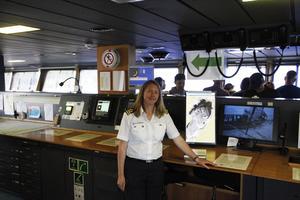 I tolv år har Linda Svensson, styrman på Atle, arbetat med isbrytare. Hon uppskattar hur omväxlande arbetet ombord är.
