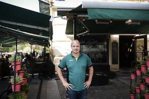 Mattias Lindström är barchef på O´Learys i Sundsvall. Under lördagskvällen fick de stänga köket på restaurangen då strömmen försvann.