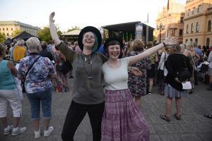 Ida Hamrin och Elin Lindberg dansade till kalle Moraeus.