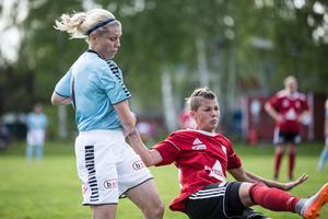 Det var hårda dueller i derbyt mellan Ornäs och Smedjebacken.