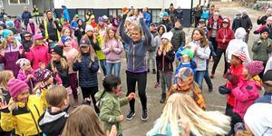 Det var full fart på Norra skolans skolgård på måndagsmorgonen, när elever och lärare gympade loss.