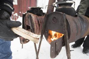 Kaffepannan puttrade över elden när Litsbacken hade premiär för i år.