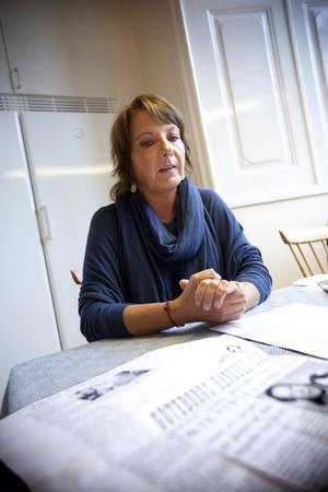 Yasmin Mossberg är en av tusen svenskar som intervjuats i samband med regeringens Vanvårdsutredning.– Det som hänt är en skamfläck för landet, säger Yasmin Mossberg.