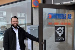 Pierre Åberg öppnar dörren till en helt ny bransch. Han är ny ägare till Bryngels AB som sysslar med bergvärme och brunnsborrning.
