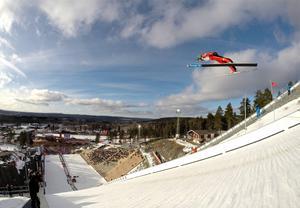 Backhoppning och nordisk kombination i Falun är fortsatt ett alternativ när Sveriges olympiska kommitté vill få vinter-OS 2026 till Stockholm.