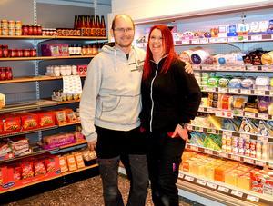 Konkursen tog hårt på Kim och Lotta Källs men nu har de beslutat att satsa rejält på en ny matbutik i Stora Skedvi.
