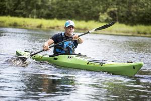 Var relaxed i kroppen när du paddlar, säger James Venimore som driver Kajaktiv i Dala-Floda.