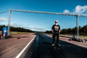 Anders Höijer vid starten på Tallhed flygfällt. På söndagen fanns 63 anmälda team med allt ifrån juniormotorcyklar till dragster i största klassen: Pro street.