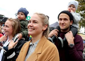 Ellinor Harlén, Kit Lundh, Josefin Eriksson, Kim Lundh och Wilton Eriksson hade sökt sig till Centraltorget för att kolla in Mora träsk.