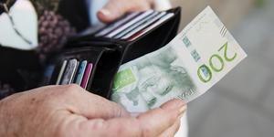 Vad är det Timrå kommun försöker förmedla? Att man slutar ta emot kontanter, uppenbarligen. Men motiveringen håller inte, skriver Stefan Wikström.