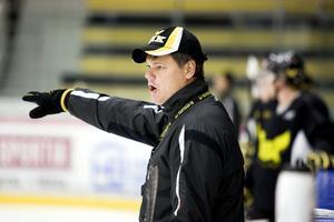 Lars Ivarsson som huvudtränare i VIK. Idag är han assisterande bakom Thomas Paananen.