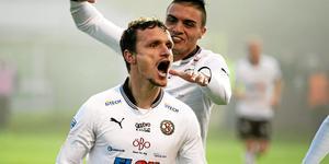 Sheptim Hasani efter att ha gjort 1–0 till ÖSK borta mot Ljungskile som säkrade avancemanget. Arkivbild.