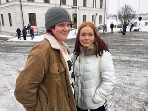 Nadja Wallman, 16 år, och Jonna Fribäck, 14 år, skolstrejkade för klimatets skull.