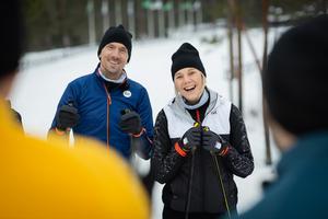 I sex femminutersavsnitt ska Johan och Anna Olsson ge tips som kan förbättra skidtekniken. Foto: SVT / Bodesand & co