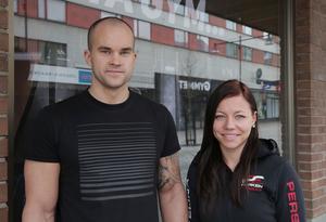 Ägarna till gymmet Parken Fitness, Tomas Järvistö och Evelina Persson, väntar fortfarande på beskedet om ersättning från sitt försäkringsbolag.
