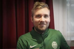 Olle Wiberg tycker att Malin Persson är den bästa bandyspelaren i världen