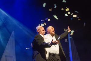 Owe Lidemalm och Gustav Asplund sätter sprätt på pengarna och köper lägenheter i Hovsjö.