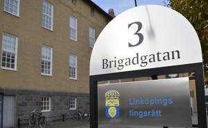 Bild: Vilhelm Stokstad / TT. Linköpings tingsrätt där mannen nu åtalas för elva fall av dråp.