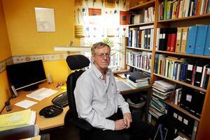 Statsvetaren Göran Bostedt menar att samma princip måste gälla för alla partier.