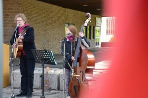 Sven Eriksson och Kerstin Nilsson Alvén underhöll med sång och musik.