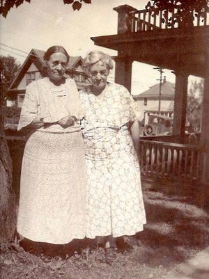 Lovisa Molander-Engström, till vänster, på besök hos Elisabeth Molander-Andersson i Duluth 1936.   Foto: Privat