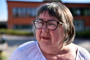 Gunilla Frelin (M) menar att det är uppenbart att undersökningen är riggad. Kommundirektören håller dock inte med.