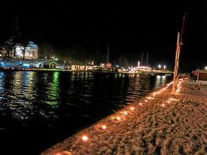 Speciellt för Askersunds nyårsfirande är alla marschaller som lyser upp nere vid hamnen. Arkvifoto: NA