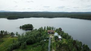 Storbosjön och udden där Storbo Adventure camp ligger.