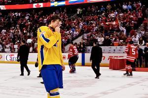 Victor Hedman med en uppsyn som fick svenska folkets hjärtan att brista efter finalförlusten mot Kanada.Bild: Joel Marklund/Bildbyrån
