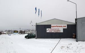 Sport Ewa bildades 1970 och har specialiserat sig på försäljning hockeyutrustning. Nu är frågan om det blir någon fortsättning.