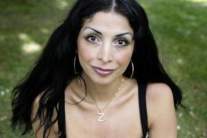 Komikern, skådespelaren, författaren, krönikören och människorättskämpen Zinat Pirzadeh. Foto: TT
