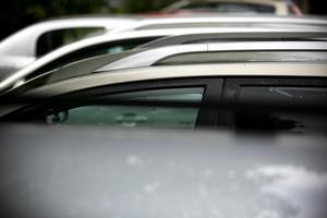 En större grupp personer har under en längre tid bott i bilar på en parkeringsplats i ett bostadsområde i Borlänge.Bilden är en genrebild.