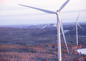 I vindkraftsparken utanför Jädraås står 66 turbiner som Vestas tekniker sköter om. I bakgrunden ses Kungsbergets slalombackar.