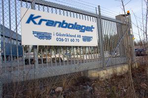 Kranbolaget i Gästrikland är ett av de företag som förlorar stora summor pengar på MS Concepts konkurs. De har, efter konkursen, utfört arbete vid bygget av John Deeres serviceanläggning i Ockelbo men då direkt under Itatech.