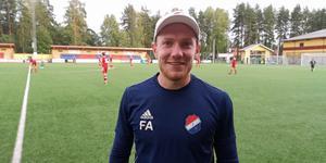 24-åringen har en bakgrund som målvakt, bland annat i Djurgården och Brage, men valde att bli ledare när skador satte stopp för karriären.