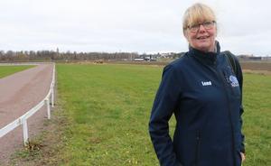 Lena Ehrling i Hrimfaxi islandshästförening kan mycket nöjd konstatera att passbanan är nästan helt finansierad redan innan byggstart.