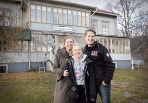 Lite galet, men ändå inte så farligt tycker Anette och Peter Sjölund tillsammans med dottern Alice om att bli ägare av den ärevördiga gamla Körningsgården i Nordingrå. Sönerna Albin och Gustav kommer också att engagera sig i det nya företaget, men de var inte med när intervjun gjordes.