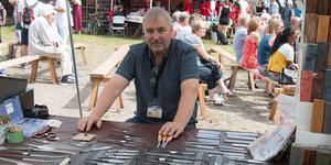 Tony Lissel var en av försäljarna på plats. Han säljer maskiner och material för knivmakare och slöjdare.