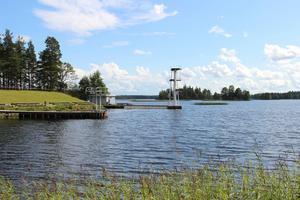 Harnäsbadet fyller i sommar 60 år. Badet hade aldrig funnits så länge utan det ideella engagemanget menar ordförande Leif Bergström.