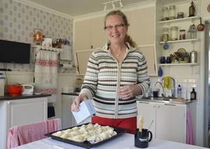 Köket är nyrenoverat, och det finns mer att göra på huset också, men det tar de eftersom.
