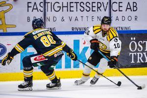 Senast Marcus Ersson spelade match var för två veckor sedan i Skoda Trophy mot Södertälje.  På fredagskvällen ska han spela med Västervik – mot Modo i allsvenskan. Bild: Bildbyrån