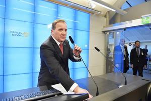 Stefan Löfven är ny statsminister i Sverige. Här håller han en presskonferens direkt efter omröstningen.