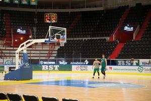 Nu har Kings förvandlat Scaniarinken till en baskethall.